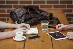 B2B telemarkkinointi b2b-tapaamiset-puhelinmyyja-telemarkkinointi